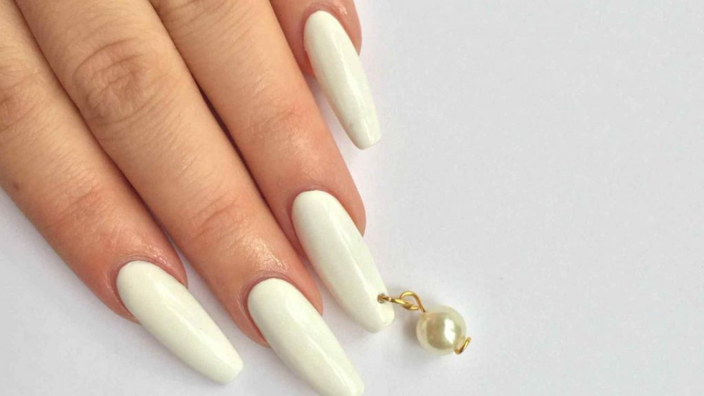 como hacer piercing en las uñas