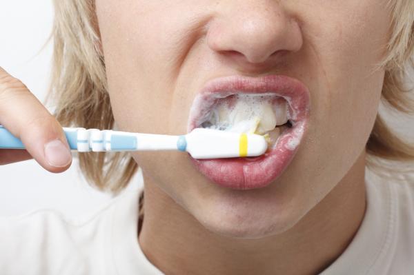 piercing frenillo abajo de la lengua